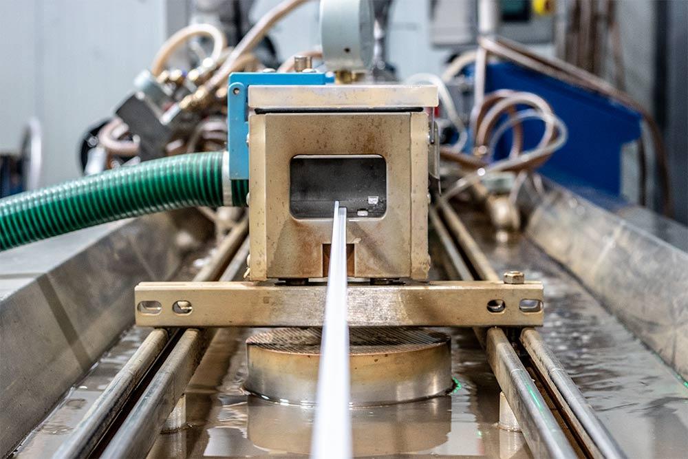 Wytłaczanie - inextech - producent - przetwarzanie tworzyw sztucznych. Produkcja profili technicznych.